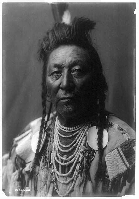 Plenty Coups (Aleek-chea-ahoosh, meaning Many Achievements), portrait by Edward Curtis c.1908